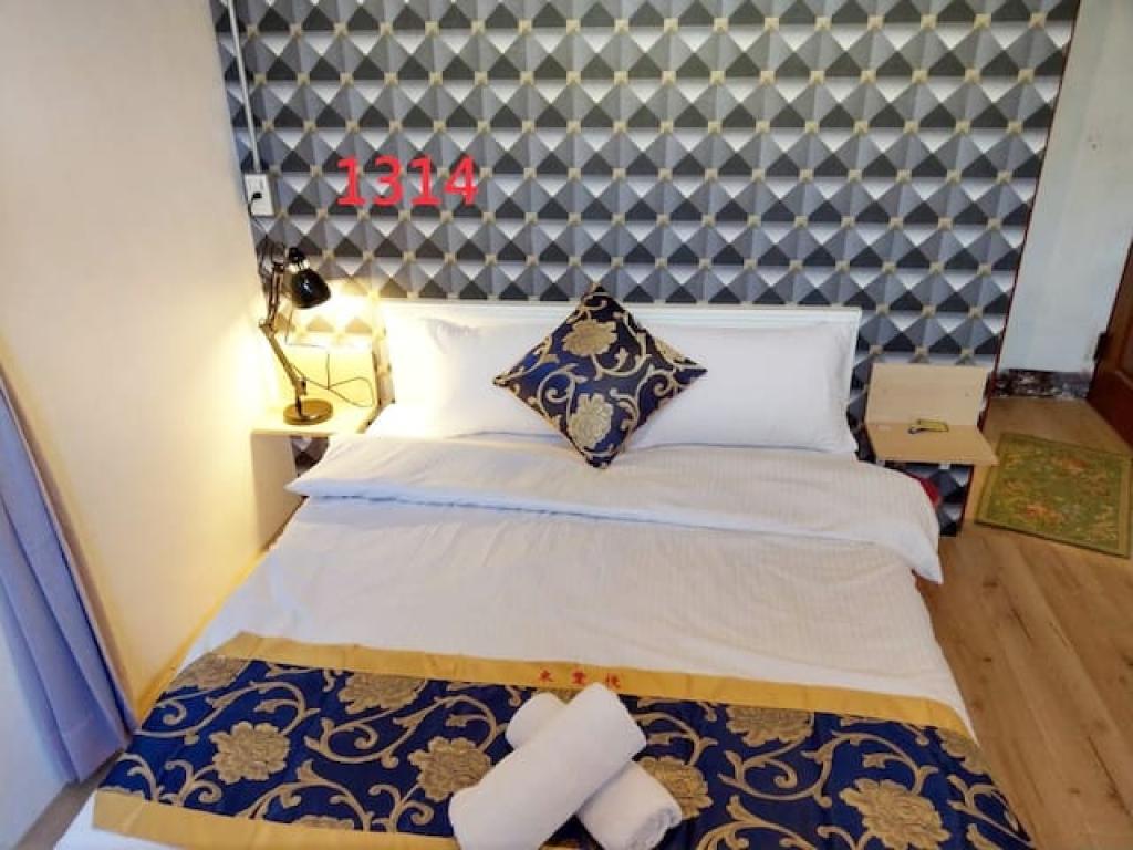 Room 1314 高雄左營區,建業客棧,近國訓中心,3.6坪(約10.8M2)