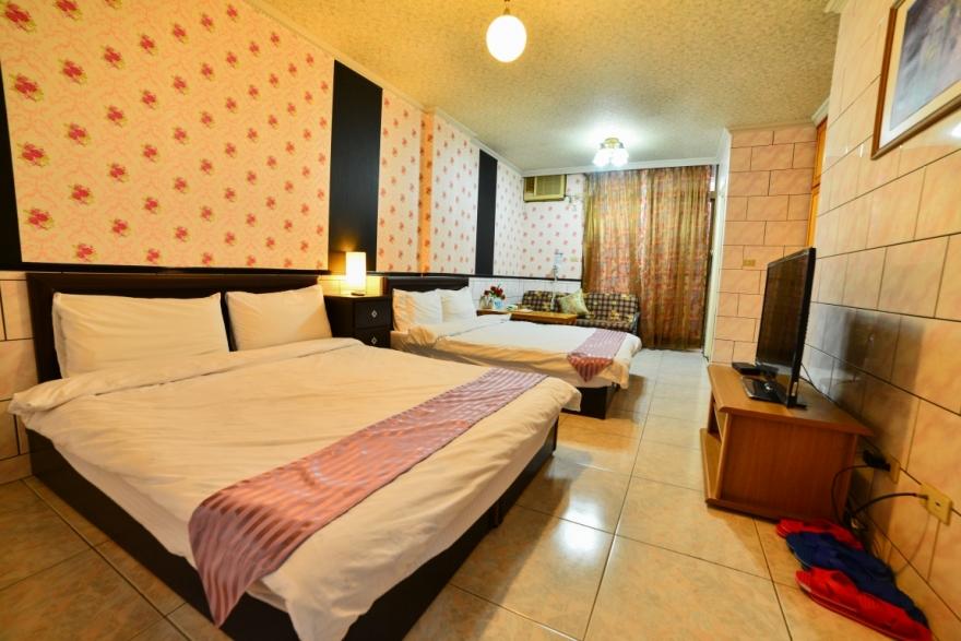 Room 8032 台南市區,生活機能佳,近成大,4人套房,14坪(約42m2)