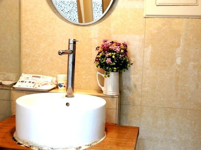 Room 38742 台南市區,近成大,溫馨6人套房,15坪(約45m2)