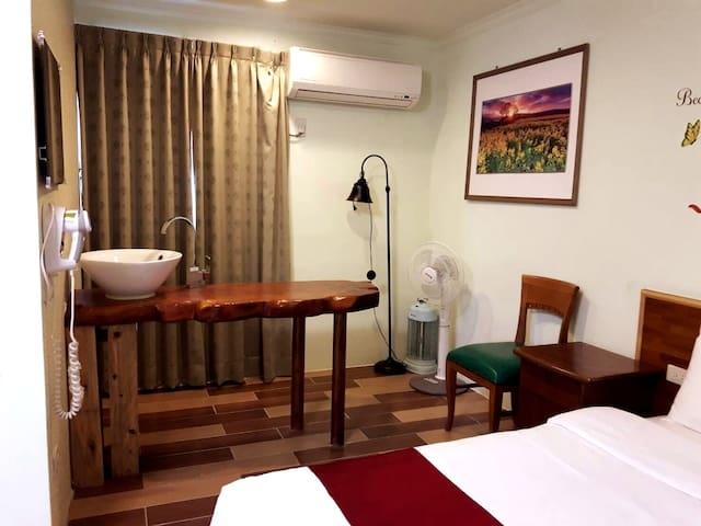 Room 3642台南(綠之房) ,2人房,近安平景點,停車方便,10坪(約30m2)