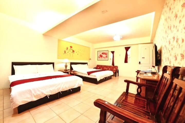 Room 3622台南(家庭玫瑰) ,4人套房,近安平景點,停車方便,10坪(約30m2)?now=20190619064312
