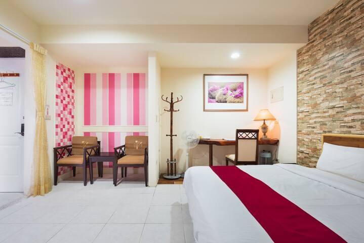 Room 3641台南(華麗房) ,2人房,近安平景點,停車方便,15坪(約45m2)