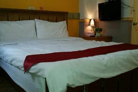 Room 2742 台南市區,近南紡夢時代,雙人套房?now=20190619064322