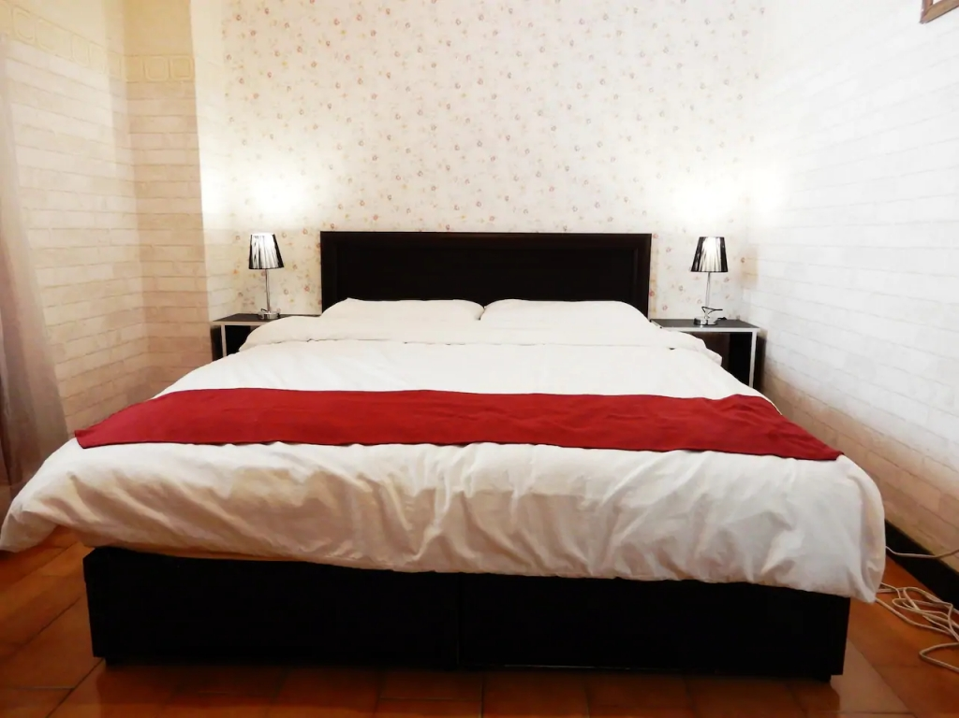 Room 2185 台南市區,六人獨立電梯公寓,三房兩廳,近南紡夢時代,27坪(約81m2)