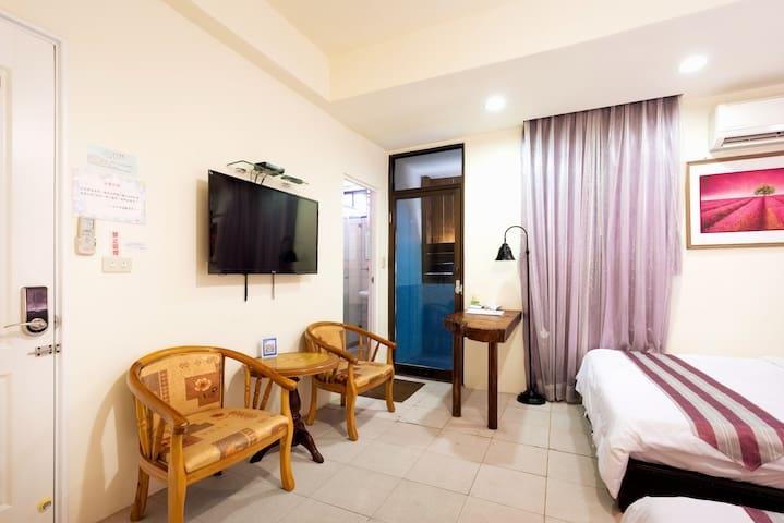 Room 3632台南(紫羅蘭風格房) ,4人房,近安平景點,停車方便,10坪(約30m2)?now=20190620233030